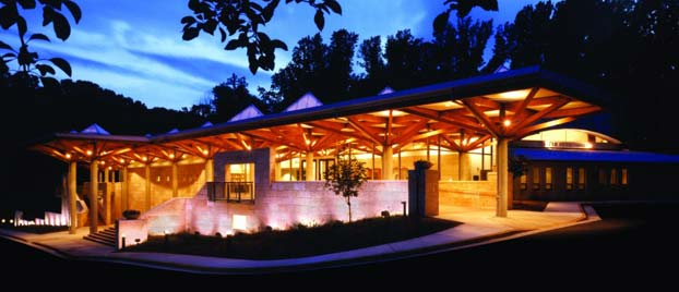 Outside view of the Temple Rodef Shalom at night