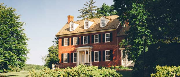 Outside view of Woodlawn Manor.